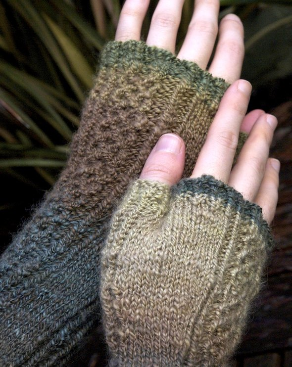 Meriel Mitts knitting pattern