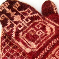 Triskele Mittens knitting pattern