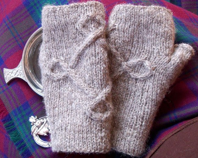 Hirta Mitts knitting pattern